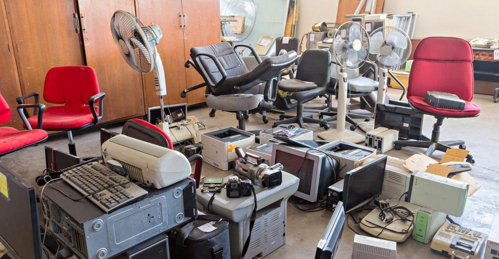 Régi berendezések és bútorok kezelése irodaköltöztetés után